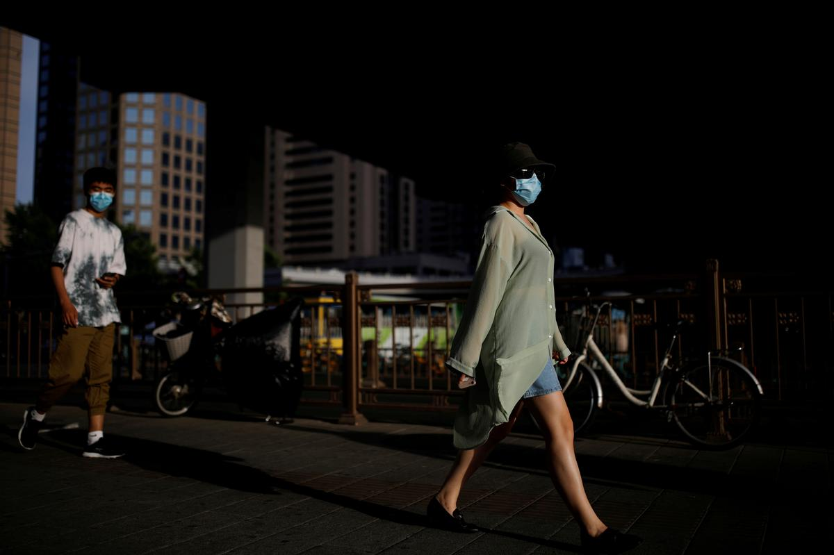 Factbox: What the WHO recommends on face masks