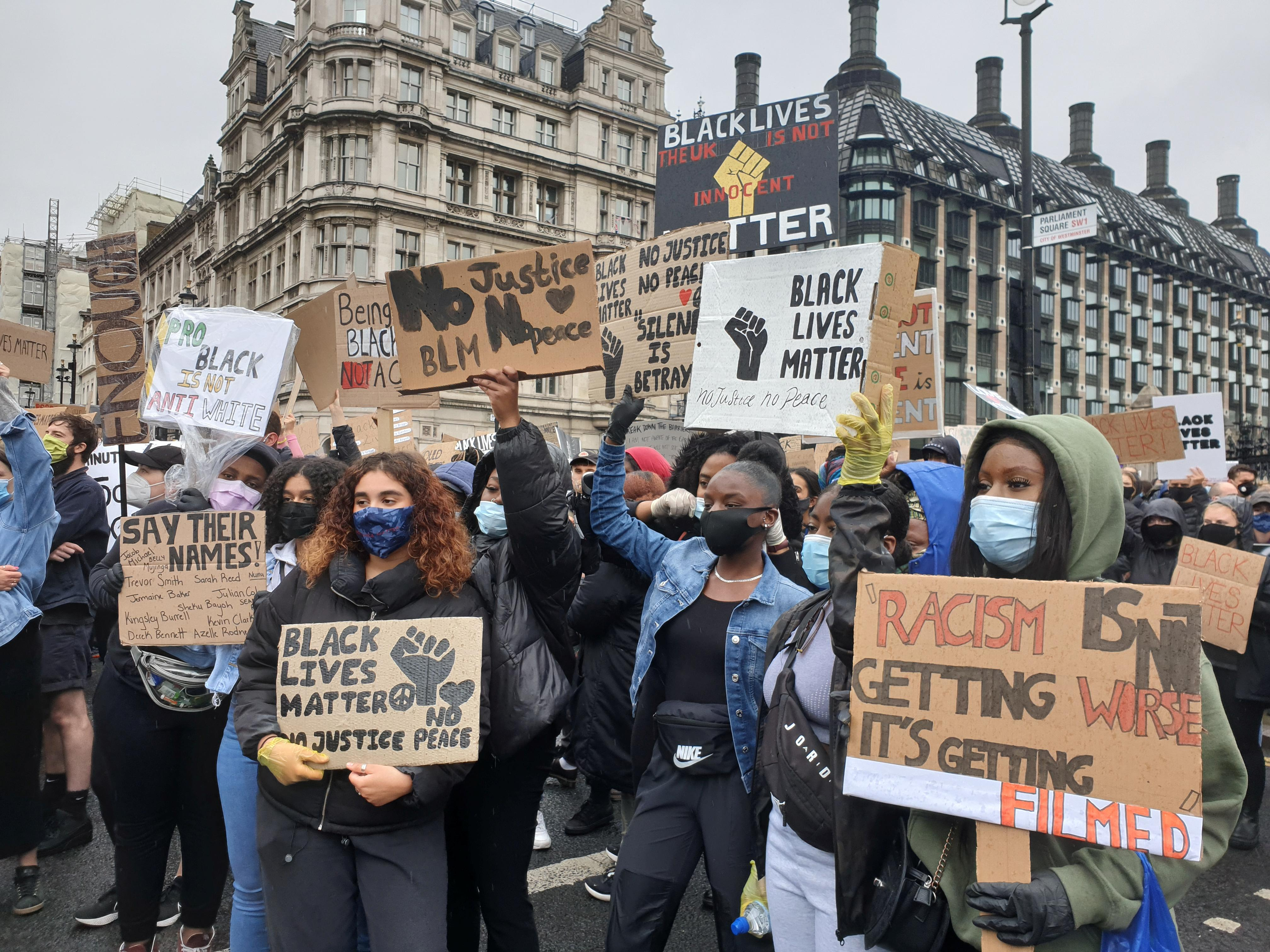 UK anti-racism protesters clash with mounted police - Reuters