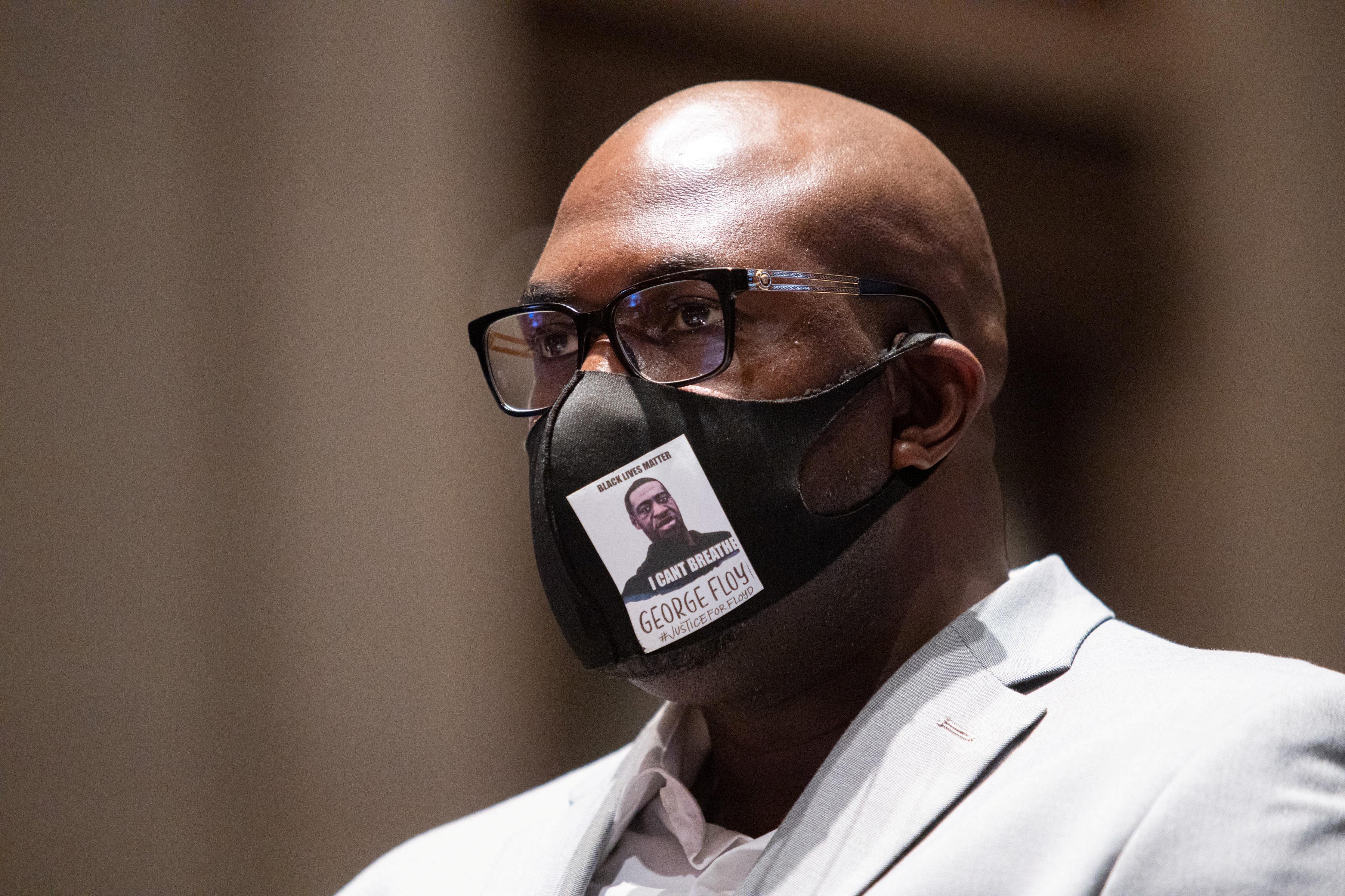 Le frère de George Floyd a déclaré au Congrès: «Il ne méritait pas de mourir à plus de 20 $»