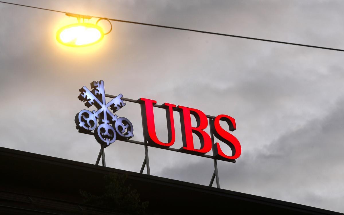 UBS settles former trader