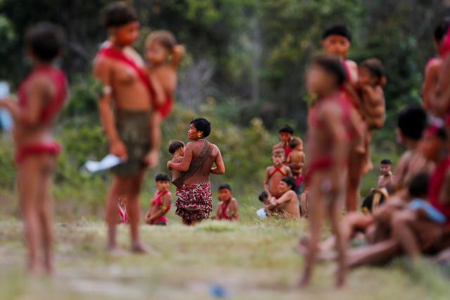 Indigenous people from Yanomami ethnic group gather at the 4th Surucucu Special Frontier Platoon of the Brazilian army in the municipality of Alto Alegre, state of Roraima, Brazil July 1, 2020. Brazil\u0027s military delivered protective supplies, medicines and coronavirus tests to the Yanomami, the last major isolated people in the Amazon rainforest, where dozens of indigenous communities have been infected with the latest disease to come from the outside to threaten their existence. REUTERS/Adriano Machado