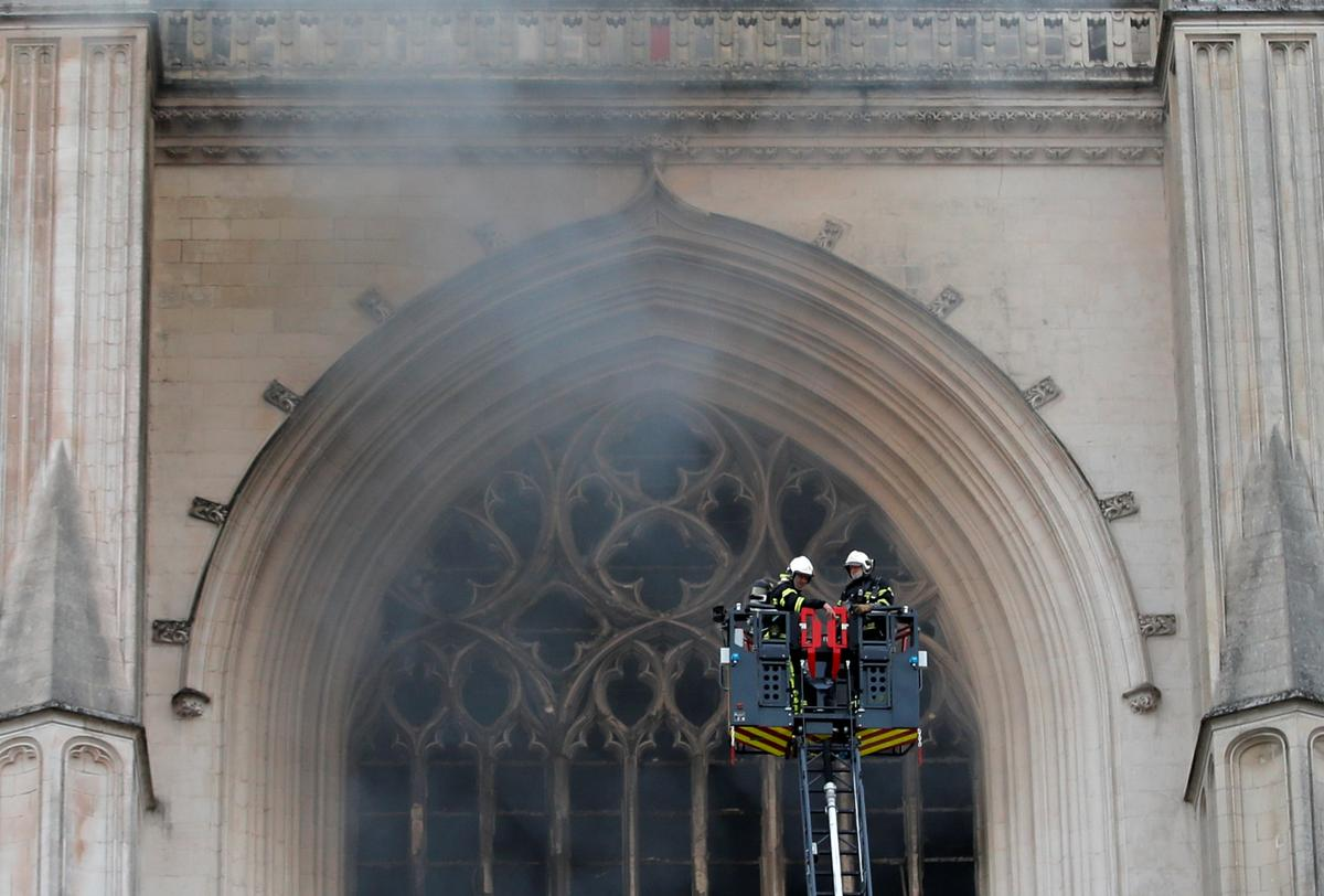 Fire Destroys Organ, Shatters Stained Glass at 15th Century Nantes Cathedral in France