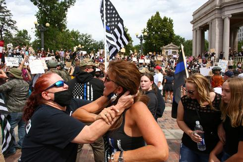 Clashes at pro-police rally in Denver