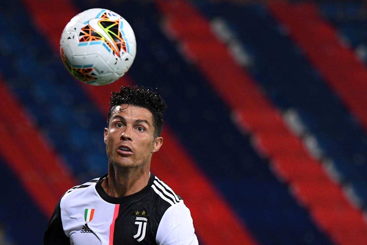 Juve lose to Cagliari as Ronaldo's Golden Boot hopes fade - Reuters