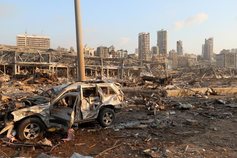 Lübnan'ın Beyrut kentinde meydana gelen patlamada hasarlı bir araç 4 Ağustos 2020'de görülüyor. REUTERS / Mohamed Azakir