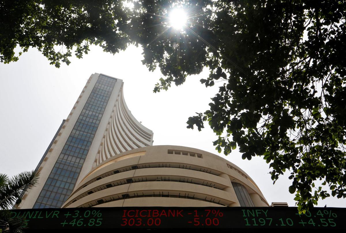 Sensex, Nifty rally again, Axis Bank rises - Reuters India