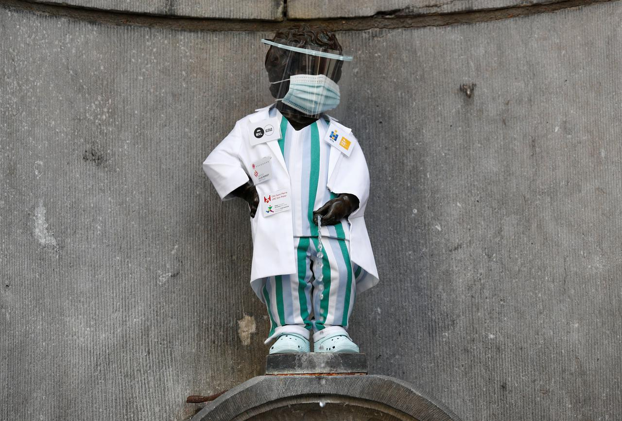 Brussels honours health workers by dressing up famous statue - Reuters