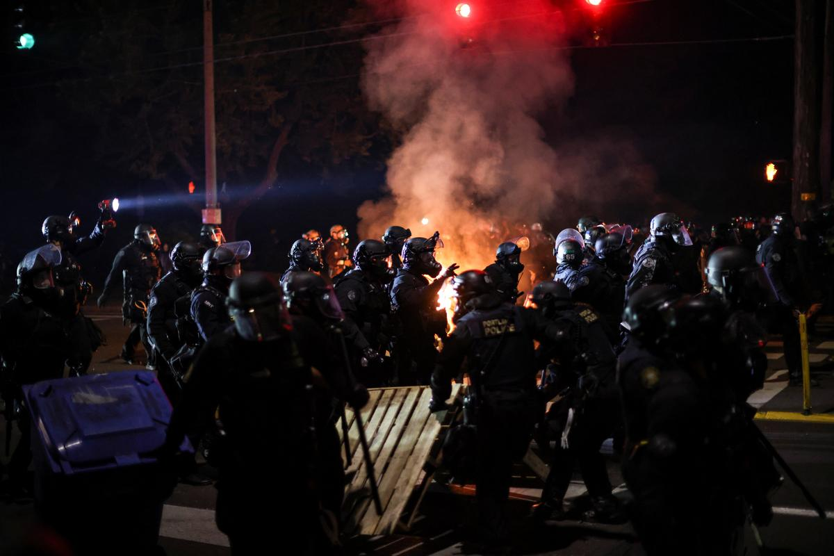 Police use tear gas Portland protesters throw fire bombs – Reuters