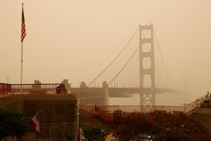 Scenes from a smoky San Francisco before and during California wildfires