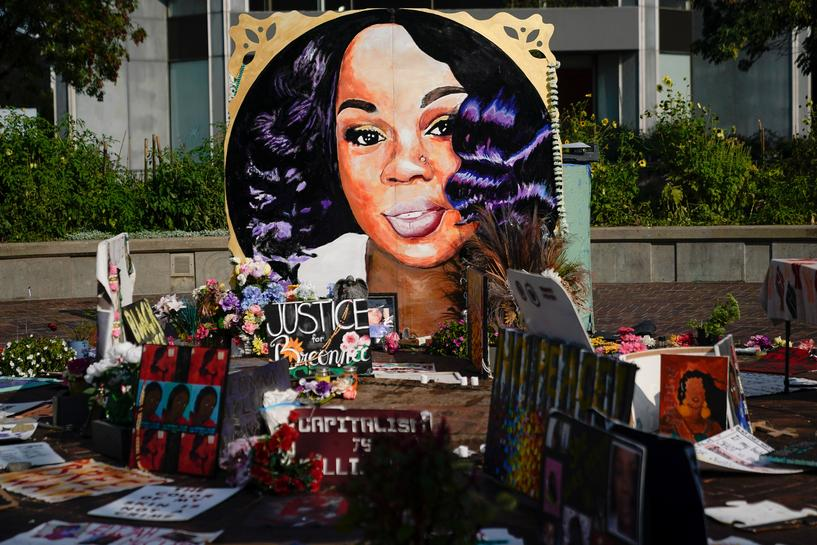 Louisville to pay $12 million settlement over Breonna Taylor's death in botched  police raid | Reuters