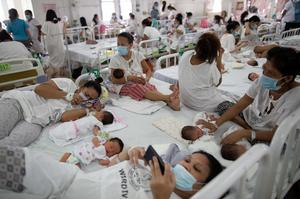 Fear and resolve at Philippine maternity hospital