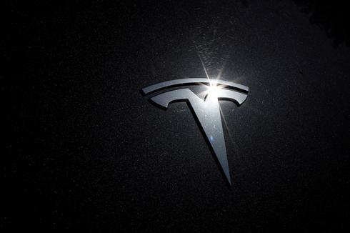 Asian suppliers' shares slip on Tesla's cheaper battery plan