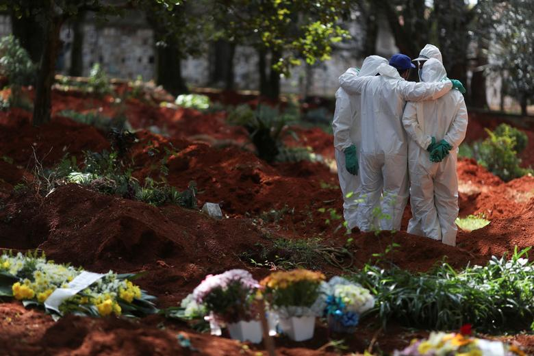 Gravediggers wearing protective suits gather at Vila Formosa cemetery, Brazil's biggest cemetery, in Sao Paulo, April 2. REUTERS/Amanda Perobelli