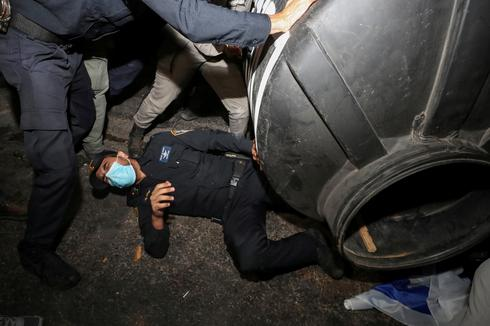 Anti-Netanyahu protests continue amid Israel's second nationwide lockdown