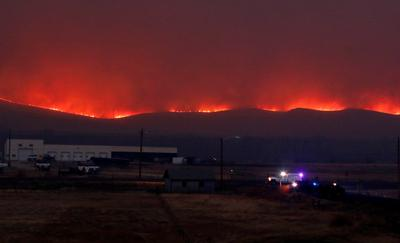 Thousands evacuated as Colorado wildfire jumps Continental Divide
