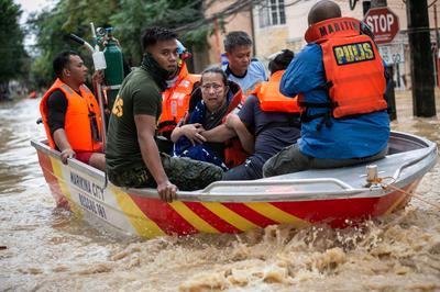 Manila submerged by Typhoon Vamco
