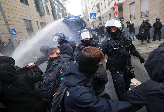 Water cannon fired at Frankfurt anti-lockdown rally | Reuters