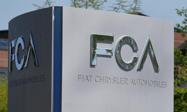 FILE PHOTO: A Fiat Chrysler Automobiles (FCA) sign is at the U.S. headquarters in Auburn Hills, Michigan, U.S. May 25, 2018.  REUTERS/Rebecca Cook/File Photo