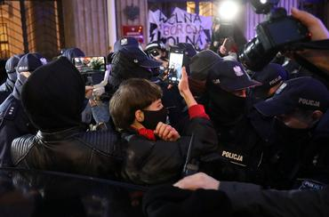 Polish police scuffle with protesters demanding