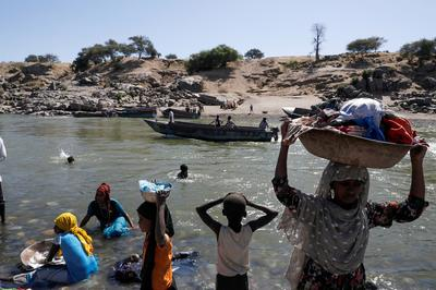Ethiopians cross into Sudan to flee fighting