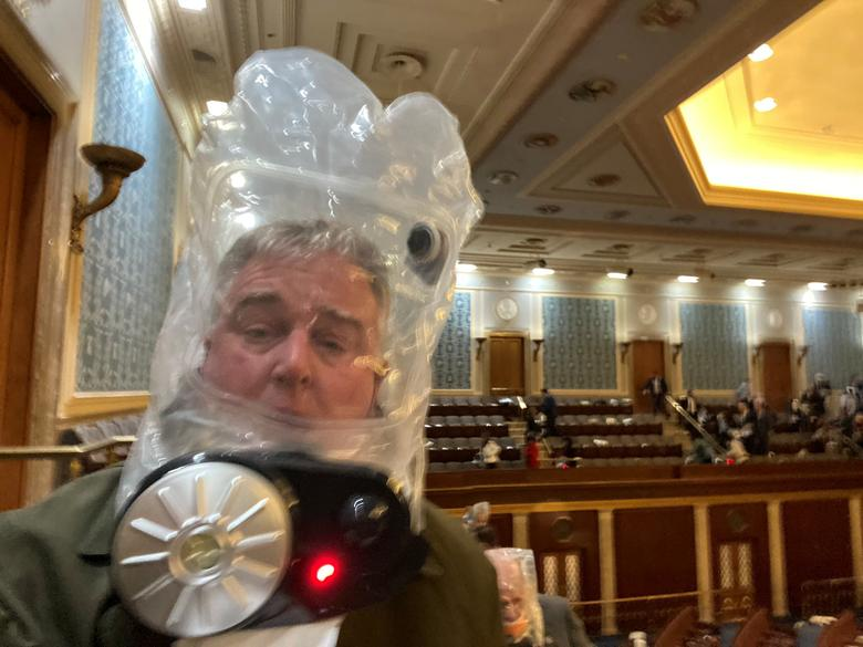 Rep. David Trone wears a gas mask inside the Capitol Building, January 6. Twitter/@RepDavidTrone
