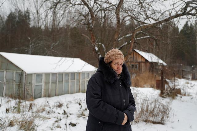 Elizaveta Mikhaylova, a victim of the Soviet mass political repressions known as the Great Terror, poses for a picture outside her house in the settlement of Zolotkovskiy Razyezd in Vladimir Region, Russia December 22, 2020.  REUTERS/Evgenia Novozhenina