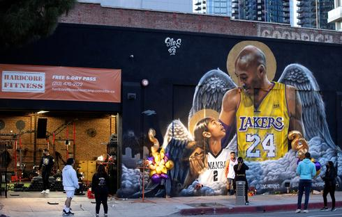 Fans mourn Kobe Bryant on first anniversary of his death