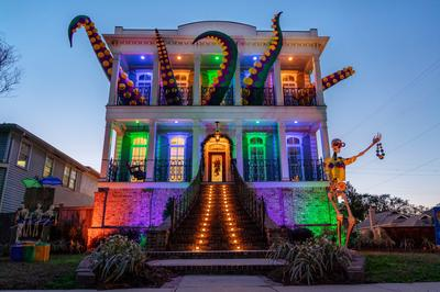 'Float houses' fill the Mardi Gras void in New Orleans