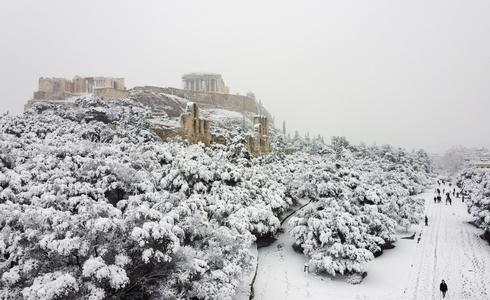 Greece blanketed by heaviest snowfall in over a decade