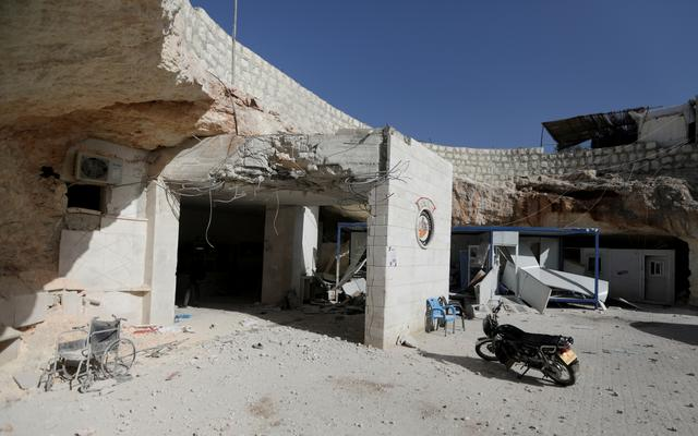 Russian jets hit civilian areas near Turkish border, witnesses and rebels say | Reuters