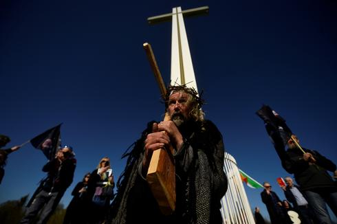 Christian faithful celebrate Easter in a pandemic