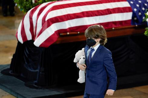 Slain police officer lies in honor at Capitol Rotunda