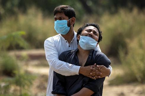 Delhi locks down as COVID chokes Indian health system