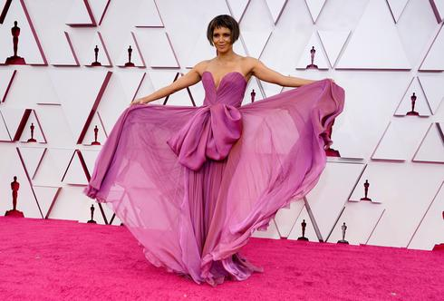 In pictures: Oscars red carpet style