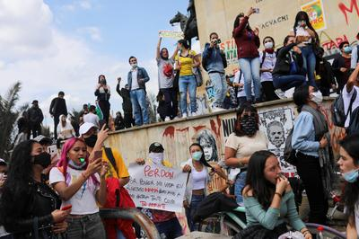 Deadly anti-government protests grip Colombia