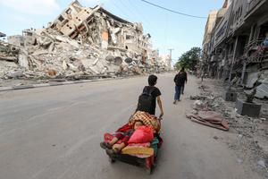 Desperate Gazans flee Israeli bombardment