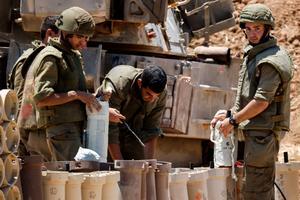 Israeli troops mass at Gaza border