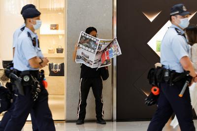 Hong Kong residents snap up final edition of Apple Daily