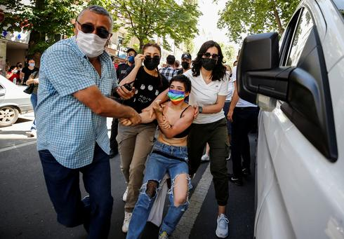 Clashes erupt as authorities ban Pride parades in Turkish cities