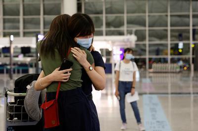 UK-bound Hong Kongers say goodbye at airport