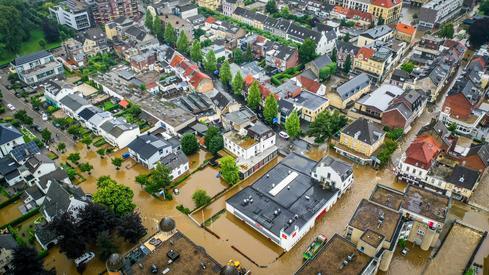 Thousands flee as flood waters breach Dutch barriers