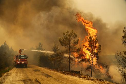 Deadly wildfires blaze on southern Turkish coast