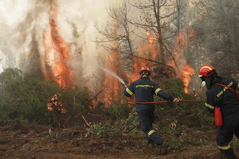 Greece battles wildfires in 'nightmarish summer'