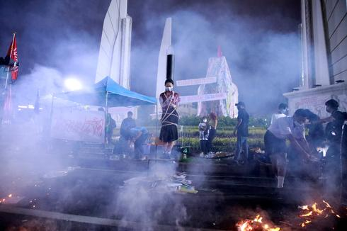 Thai protesters clash with police over government's COVID response