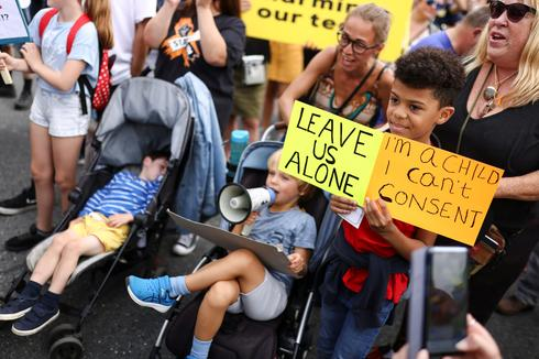 Anti-vaxxers protest in London