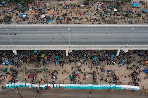 U.S. begins removing migrants from Texas border camp