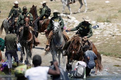 U.S. border guard uses whip-like cord against Haitian migrants